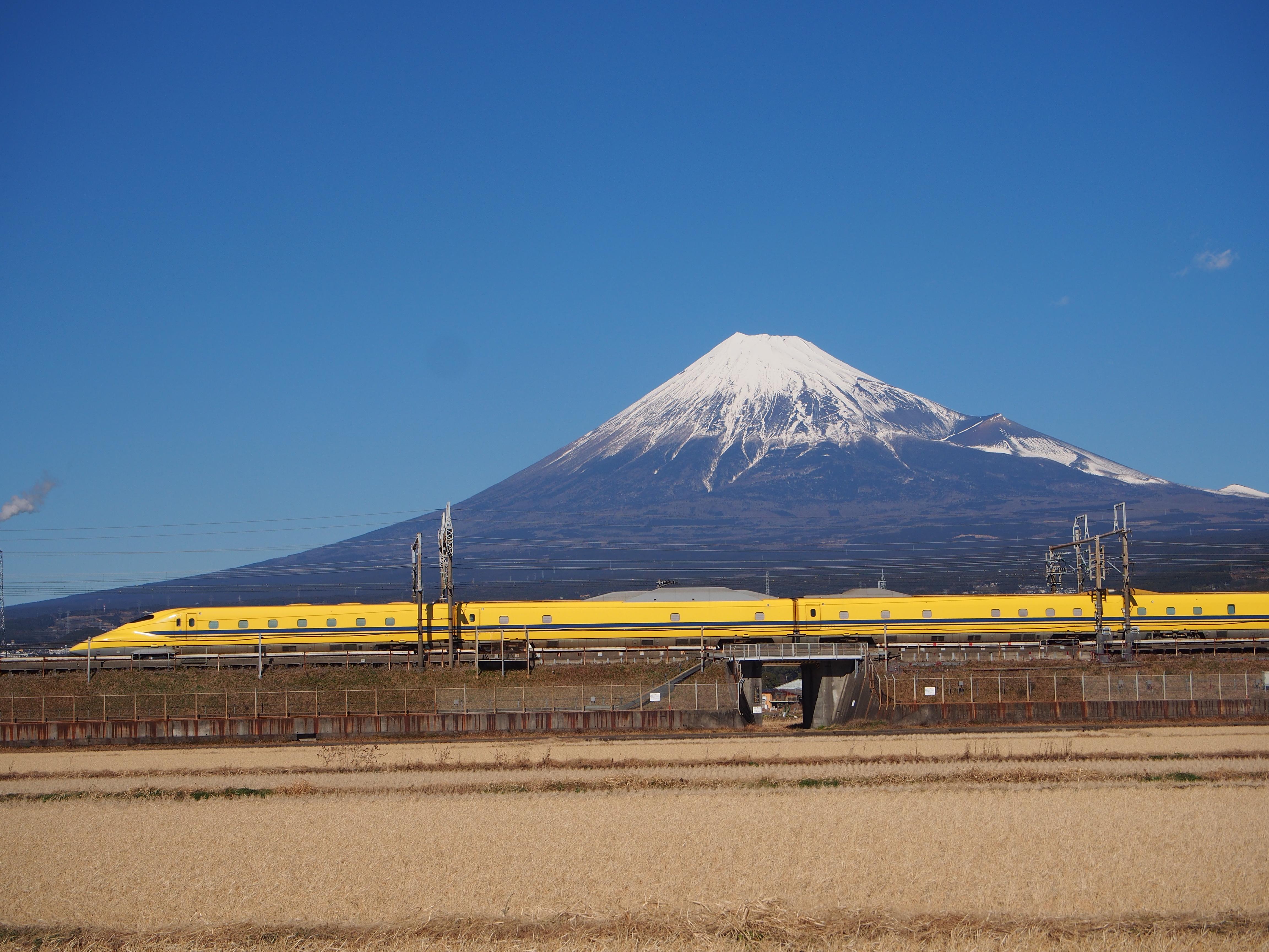 ドクターイエロー×雪の富士山2